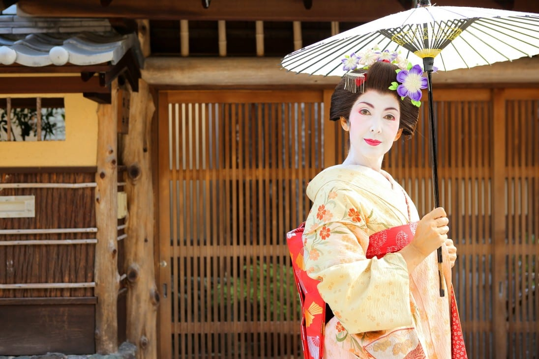 Geisha Maiko Henshin