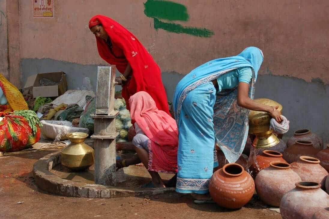 Ponerse un sari, India