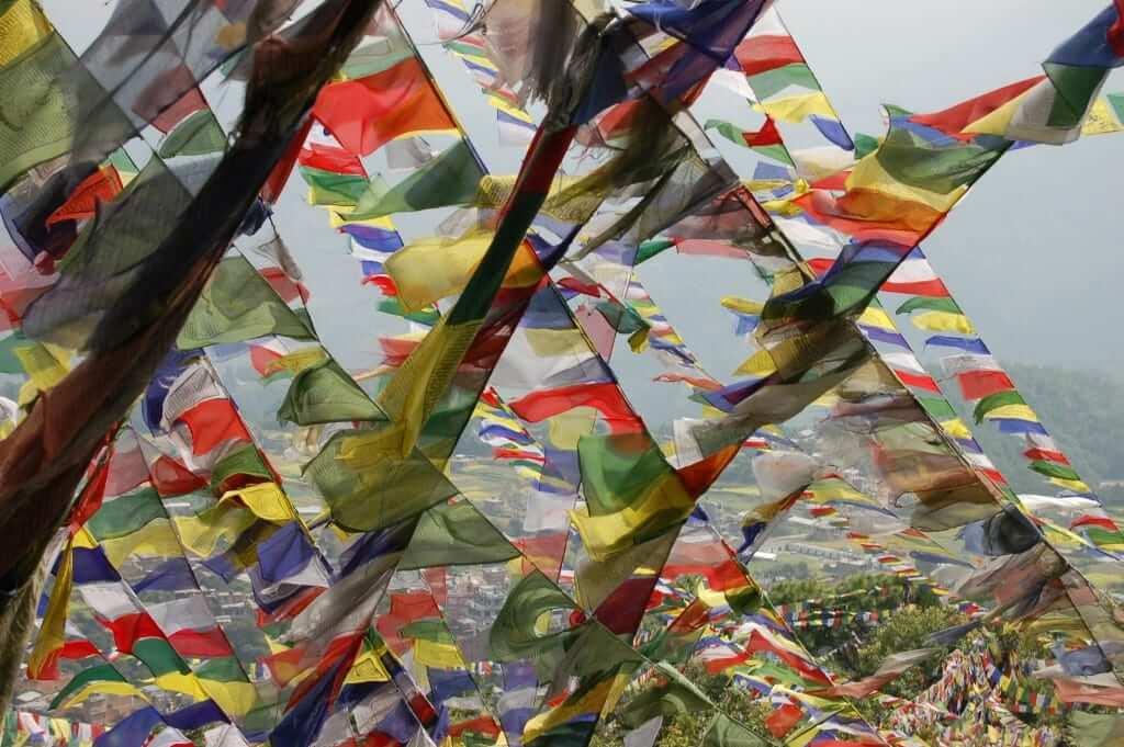 NEpal más allá de Katmandú Banderas de oración tibetanas