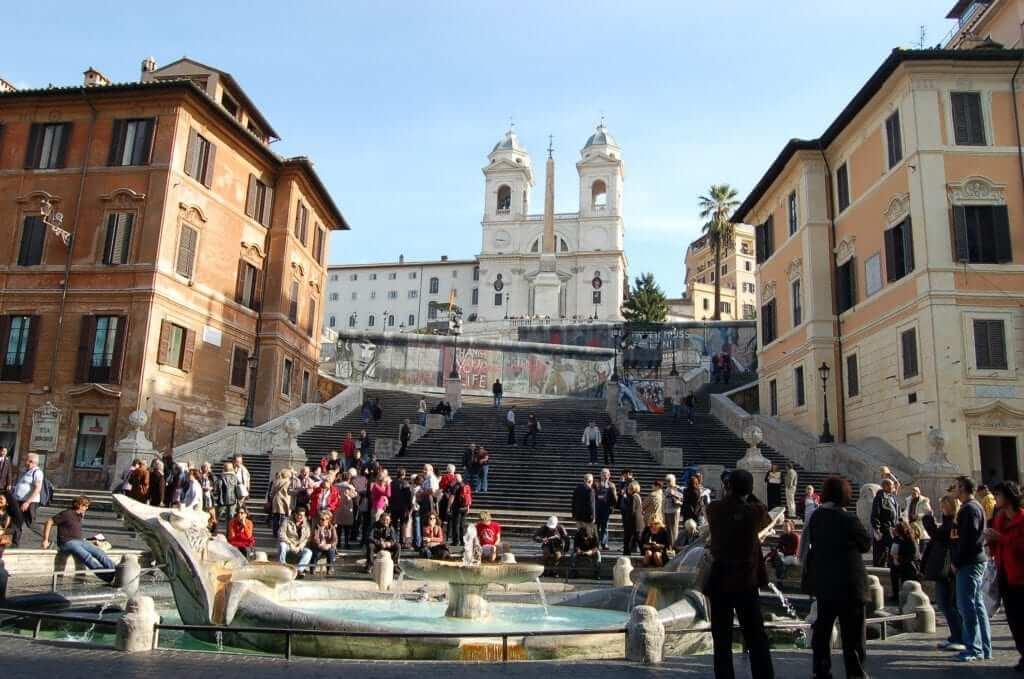 Plazas de Roma, Plaza de España