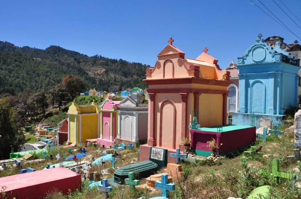 Viajar a Guatemala Cementerio de Chichicastenango