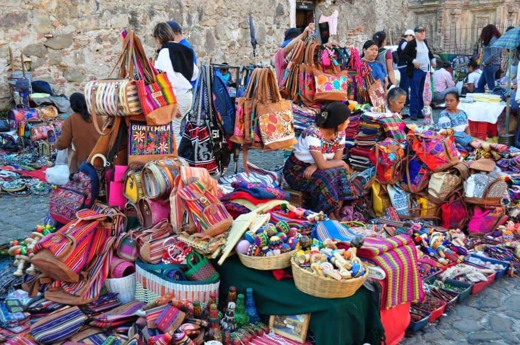 Antigua, Mercado de artesanía del Carmen, Guatemala