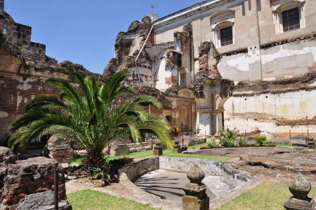 Antigua, Ruinas del convento de San Francisco