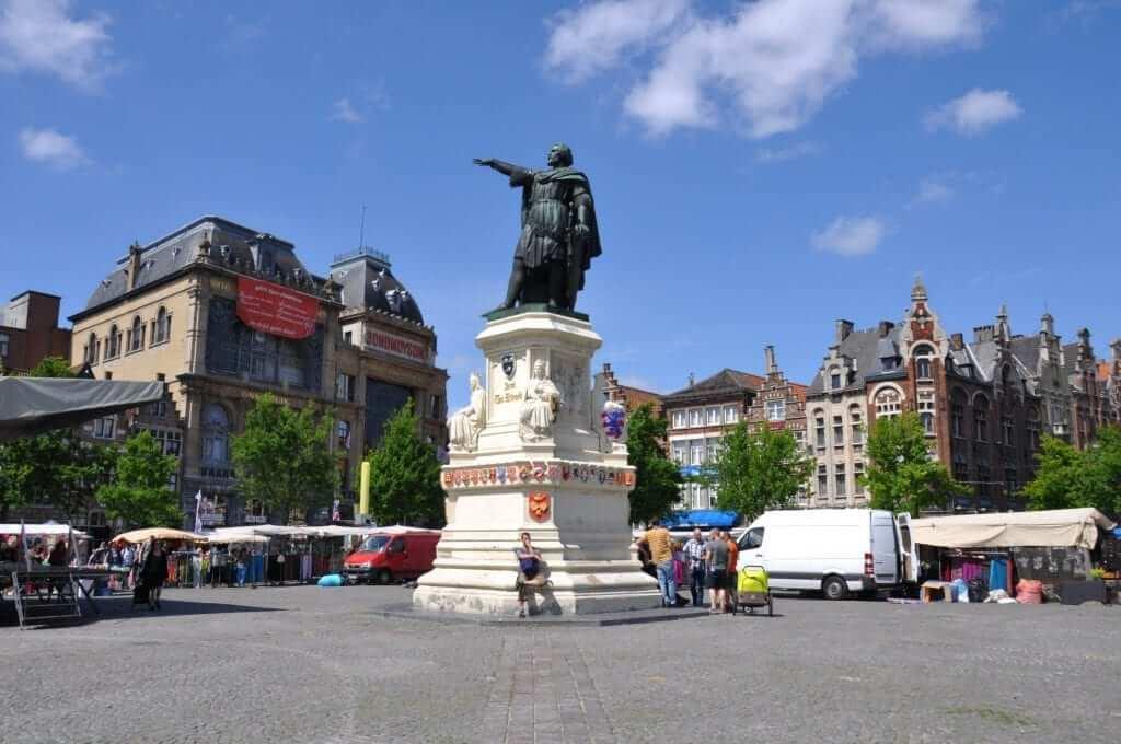 que hacer en Gante, Vrijdagmarkt