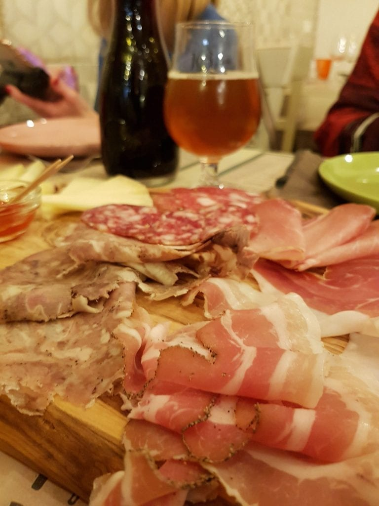 comer en Valdera, Toscana, Italia