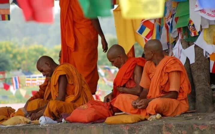 Lumbini, Nepal, Monjes
