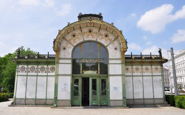 Pabellones Stadtbahn