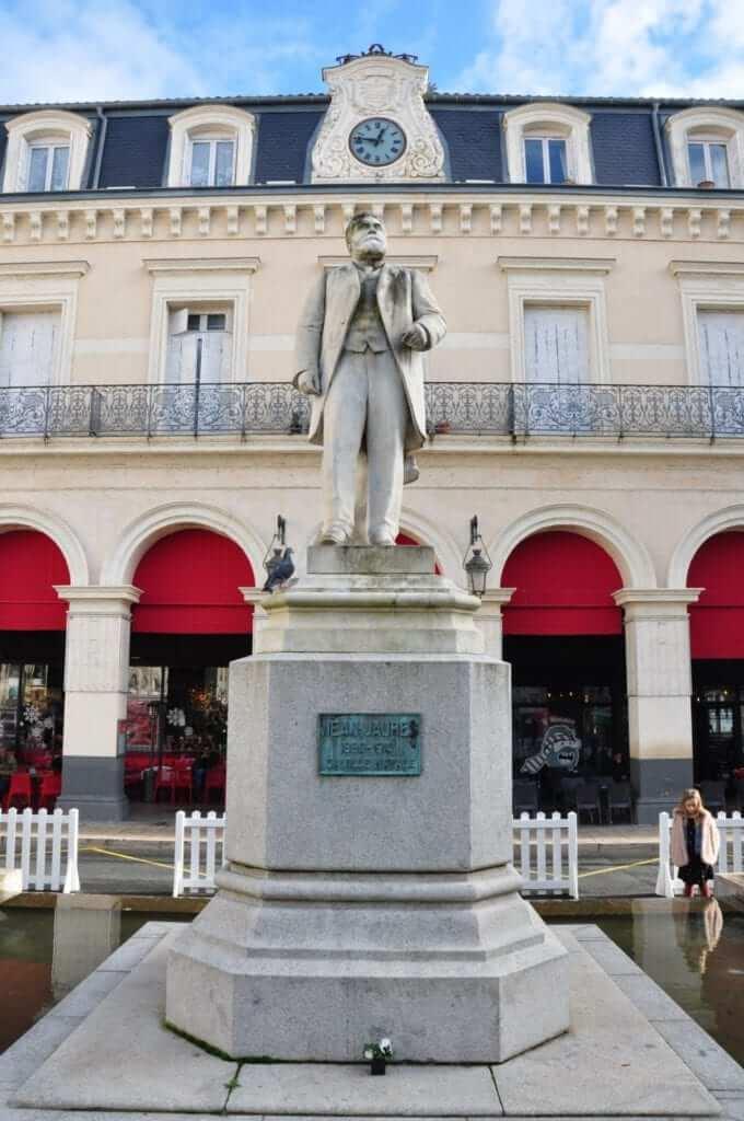 Place Jean Jeures, Castres, Francia