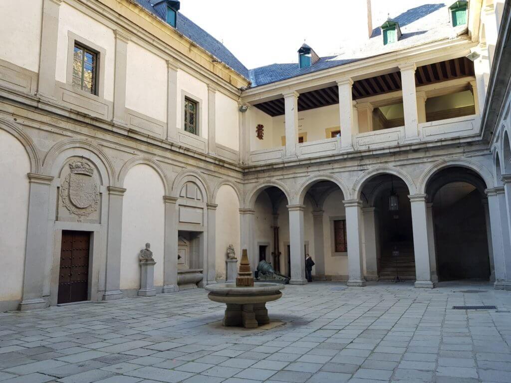Patio de Armas Alcázar de segovia