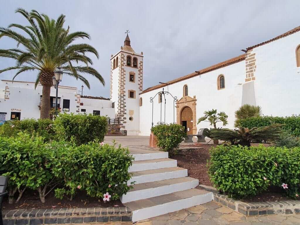 Iglesia de Betancuria pueblos más bonitos de canarias
